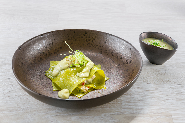 Λαζάνι από σπανάκι με ζεστή Αθηναϊκή σαλάτα και κρέμα φινόκιο
